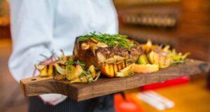 Kıyılmış et ve fırında kabak ile patates